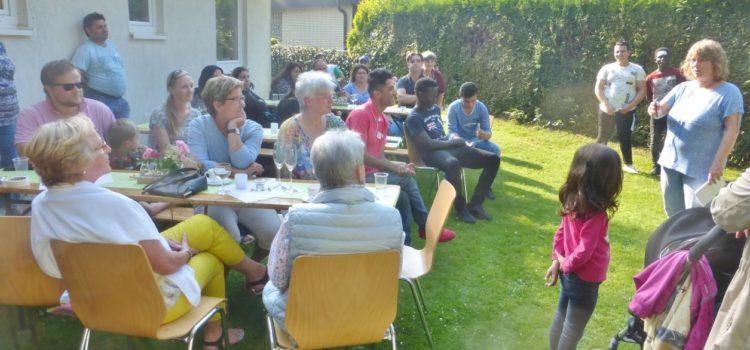 Sommerfest des Willkommens-Teams – Vorsitzende begrüßt Gäste auf Arabisch