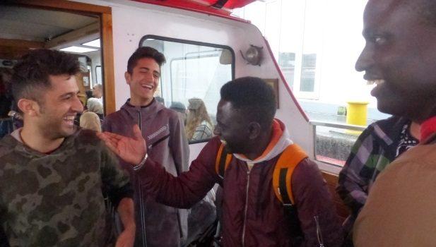 Hamburger Hafen fasziniert Ellerauer Flüchtlinge